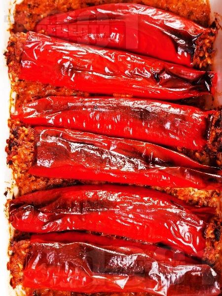 Пълнени червени чушки с телешка кайма и ориз на фурна - снимка на рецептата